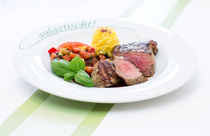 Steak mit kartoffeln und gemüse